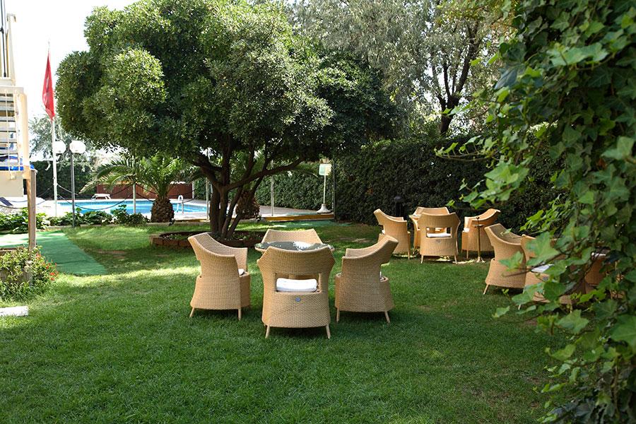 Hotel rimini con giardino hotel aristeo rimini for Giardino rimini
